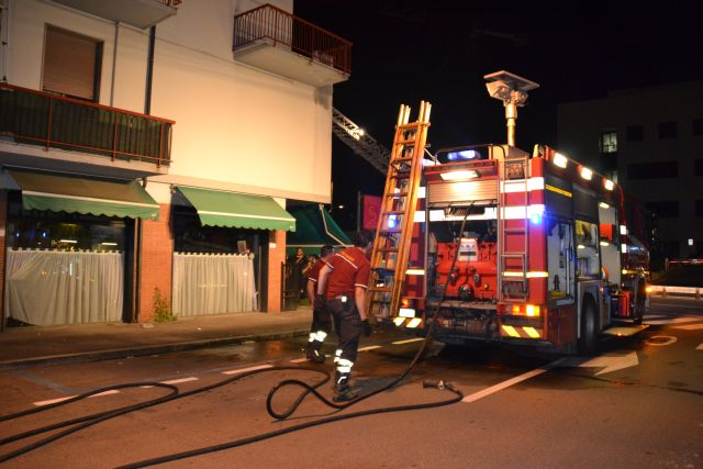 L'incendio all'enoteca di via Boccaccio a Empoli (foto gonews.it)