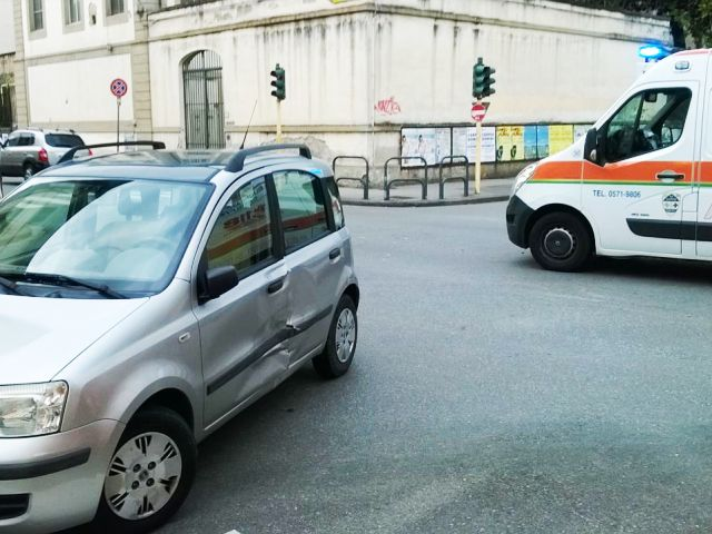L'incidente in via Roma a Empoli (foto gonews.it)
