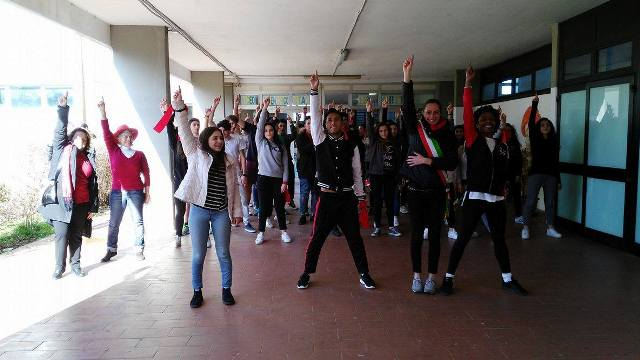 http://www.gonews.it/wp-content/uploads/2017/02/bagno_rip%C3%A8oli_scuola_gobetti_volta_one_billion_rising_flash_mob__1.jpg