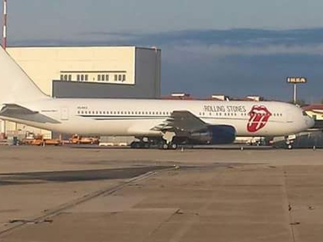 Aereo Privato Firenze : Rolling stones bye toscana gonews