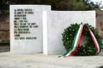 Il monumento vandalizzato in piazza XXIV Luglio a Empoli