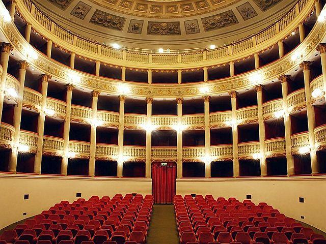 L'interno del teatro Metastasio