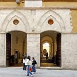 L'ingresso del rettorato dell'università degli studi di Siena