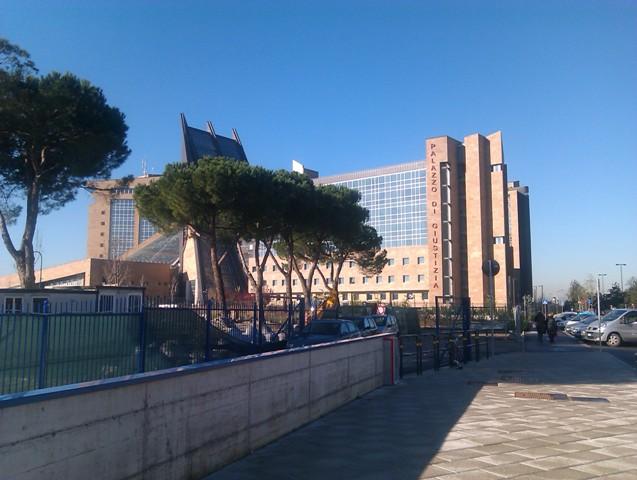 Il palazzo di giustizia a Firenze (foto gonews.it)