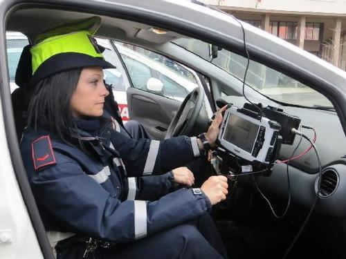 Spinte e pugni alla municipale, 44enne arrestato a Pisa