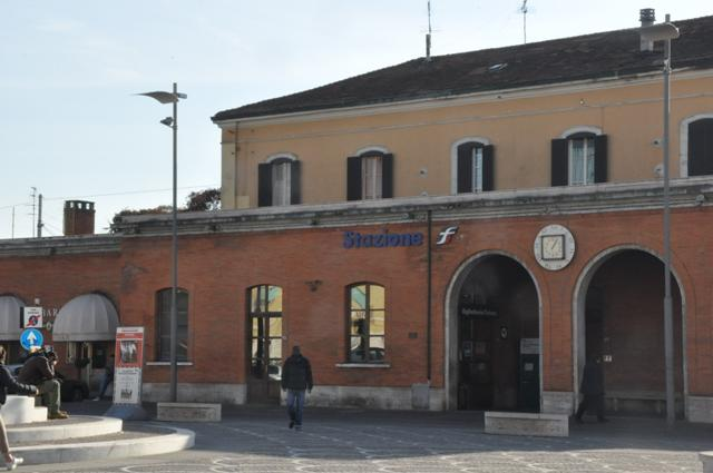 La stazione ferroviaria di Pontedera (foto gonews.it)