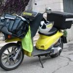 Poste_Italiane_scooter_Piaggio_Liberty_01