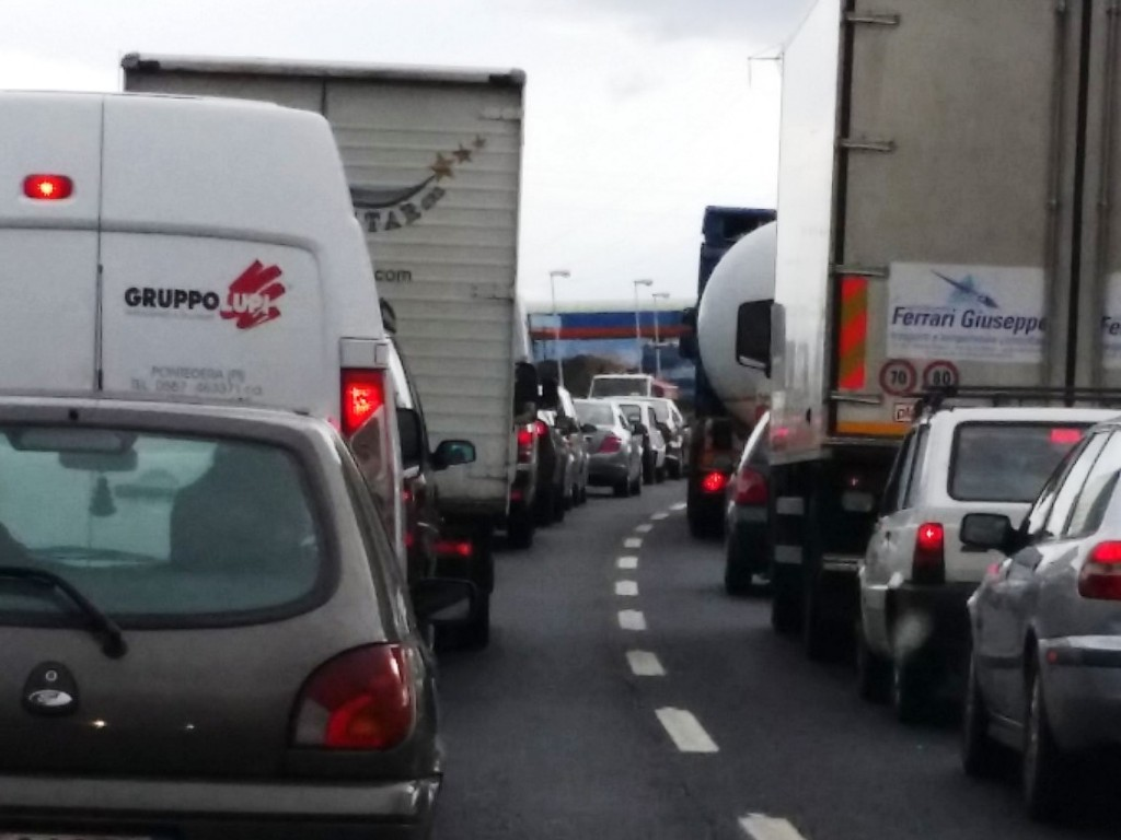 Incidente in Fi-Pi-Li tra Pontedera e Santa Croce: 8 km di coda