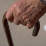 alzheimer anziani bastone