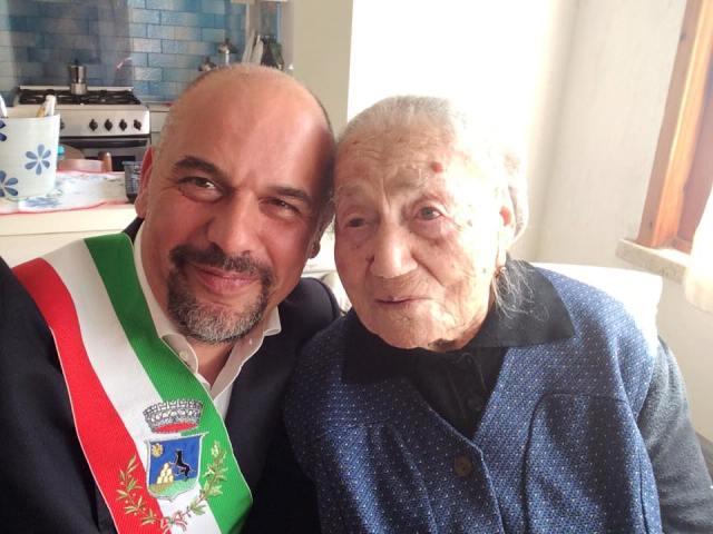 L'ultracentenaria Giuseppina Projetto e il sindaco di Montelupo Fiorentino Paolo Masetti