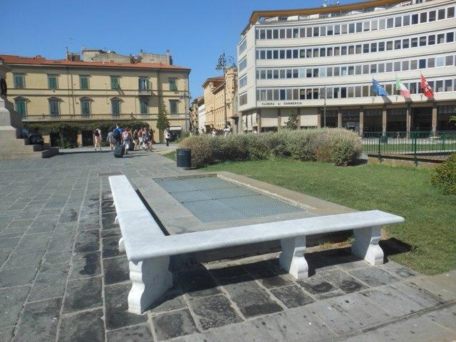 Spaccia in piazza Vittorio Emanuele II, 29enne ai domiciliari