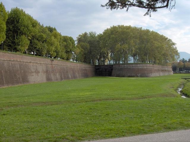 Le Mura di Lucca (foto: Wikipedia)