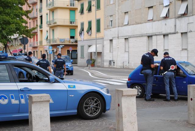 pontedera_polizia_controlli_stazione_25-9-2015-1