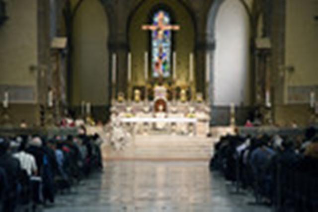 Nuovo arredo liturgico per la cattedrale arriva un ambone for Arredo ufficio firenze