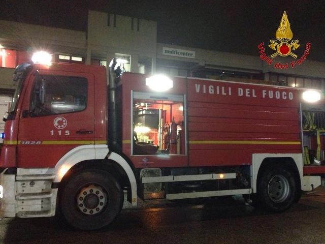 vigili_fuoco_autobus_scandicci_GENERICA_notte