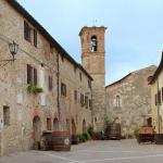 mensano_casole_d_elsa_piazza_chiesa_2016_04_27