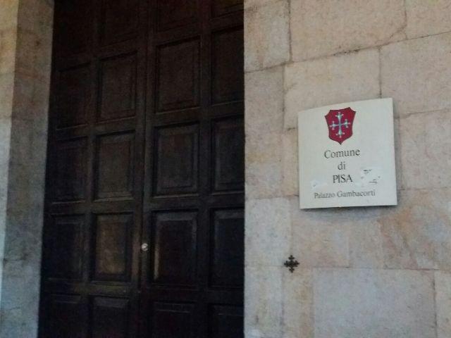 Il Comune di Pisa revoca case Erp a stranieri senza certificazione