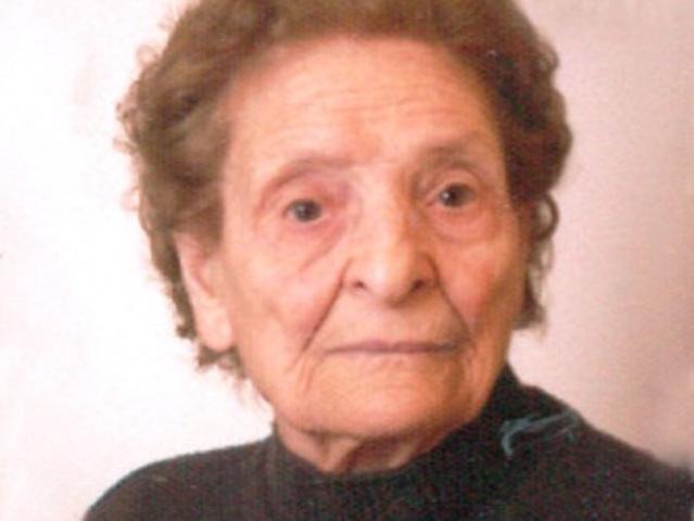 Gina Marzi compie 104 anni, legge il giornale tutti i giorni senza occhiali