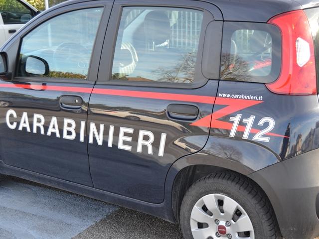 Scappa dai carabinieri, nelle parti intime nasconde un etto di hashish