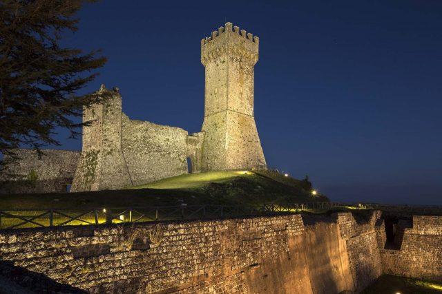 radicofani_fortezza_castello_notte_torre_generica