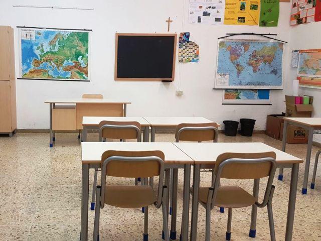 Raid a scuola, professore aggredito: denunciati un 18enne e tre minorenni