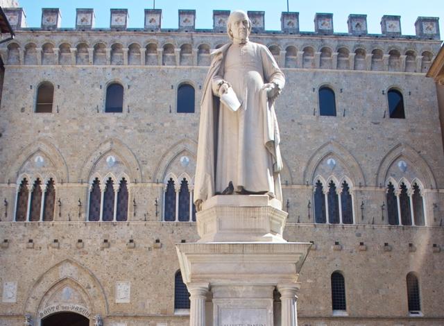Piazza Salimbeni a Siena