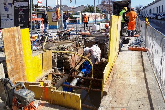 Tubo dell'acquedotto rotto in viale Guidoni, scavi e traffico deviato