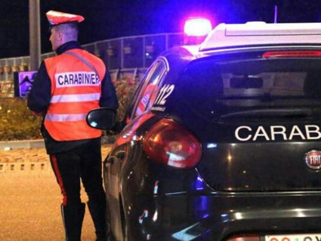 Spray al peperoncino a Firenze, alcune persone scappano in un locale per proteggersi