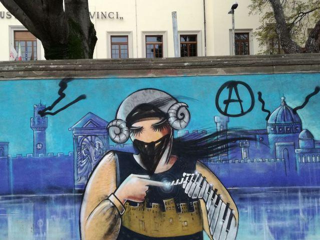 L'opera vandalizzata (foto gonews.it)
