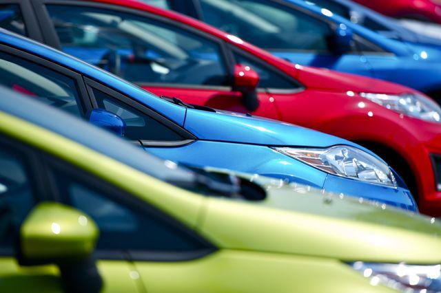 Compra online un'assicurazione auto, ma è una truffa