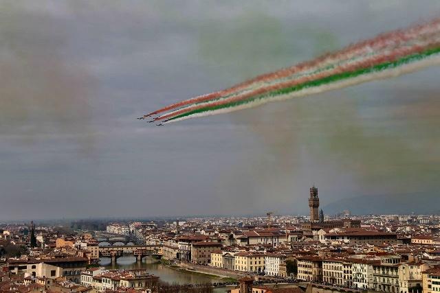Frecce Tricolori Sui Cieli Di Firenze Buon 95esimo Compleanno