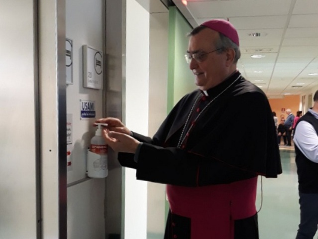 L'ex vescovo di Prato Franco Agostinelli al Santo Stefano di Prato