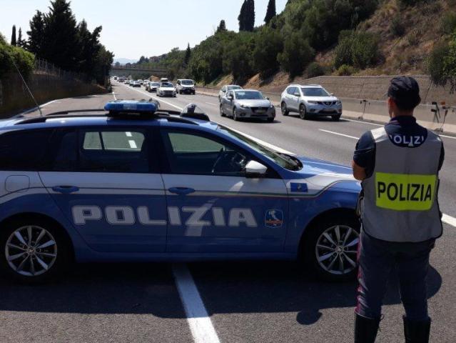 Fugge per la terza volta dai domiciliari, arrestato in autostrada