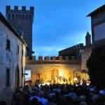 un evento di VinOpera nel cortile interno del Castello Ginori
