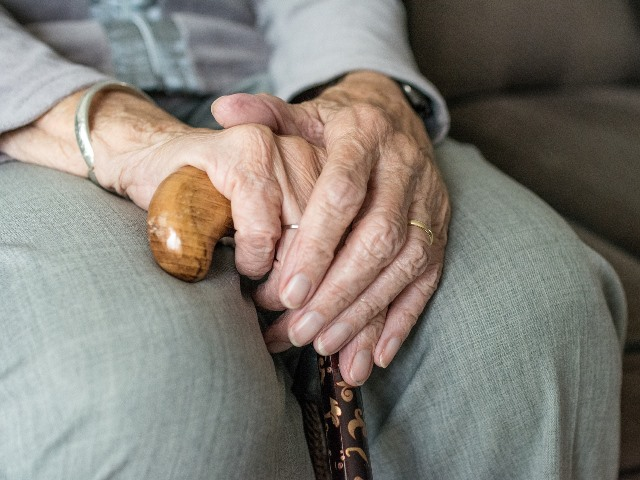 Anziano_anziani_assistenza_solidarietà_rsa_generica