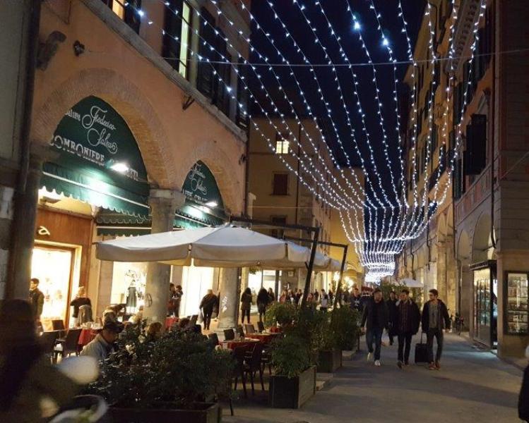 Natale pisa illuminazione anche sul litorale e parcheggi gratis