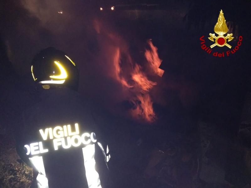 incendio_notte_vigili_del_fuoco___3