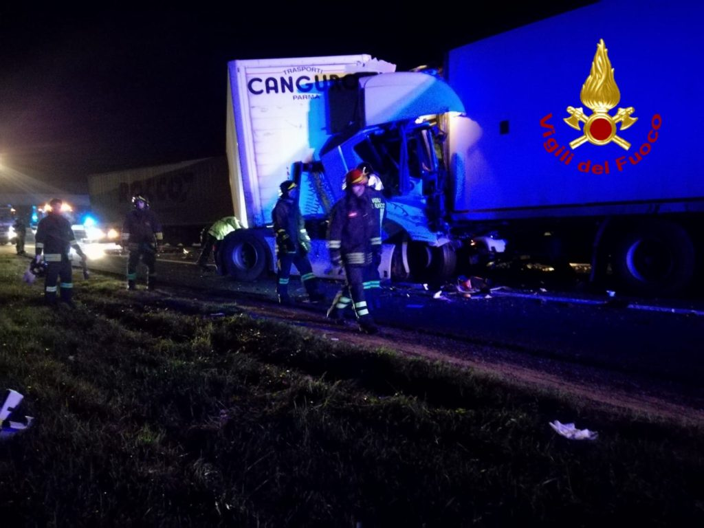 Doppio incidente tra mezzi pesanti in A1