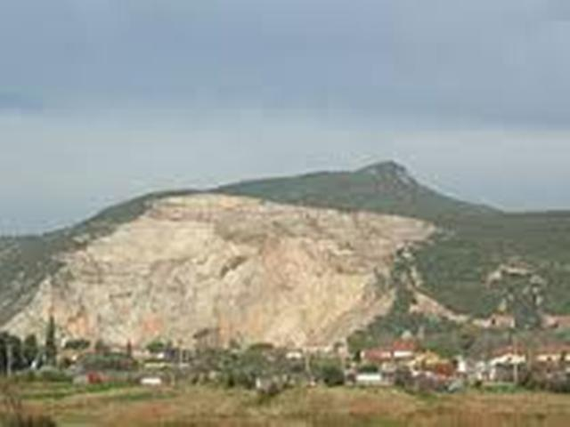 Cade mentre è coi genitori sul Monte Serra, soccorsi per una bambina