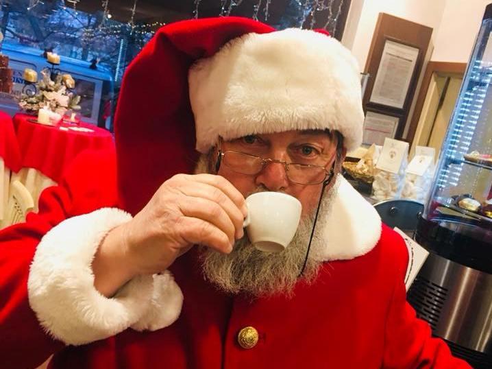 Babbo Natale prende un caffe a Fornacette