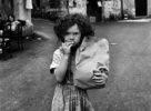 Palermo,1979. Quartiere Kalsa.La Bambina con il pane