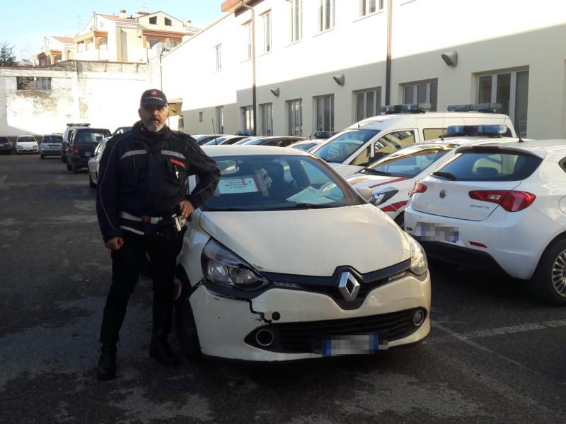 Incidente in via Pistoiese, beccato autista: non aveva la patente