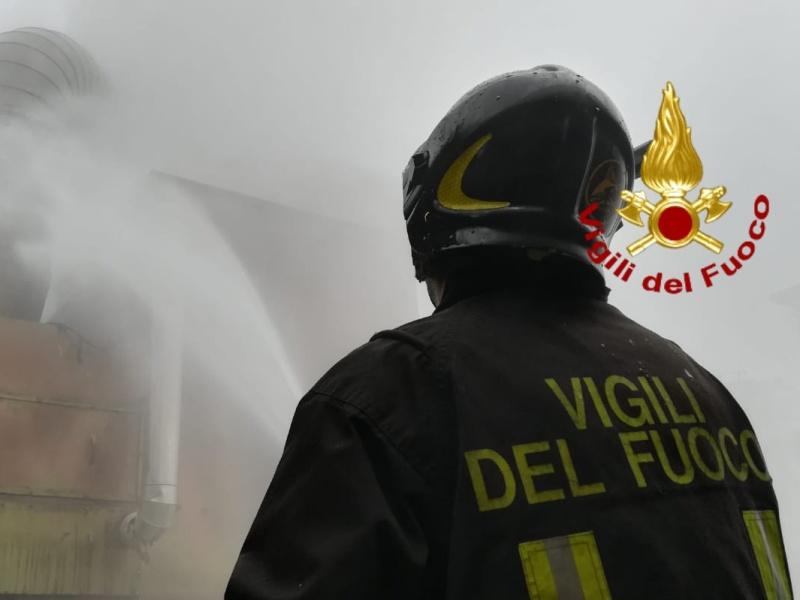 incendio_comeana_vdf_azienda_carmignano_1_vigili_fuoco_generica