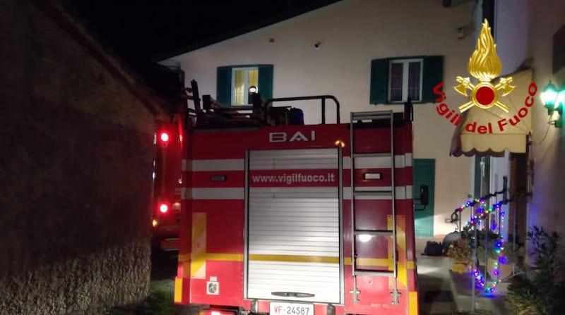 Incendio in una casa a Ponte di Serravalle, due intossicati