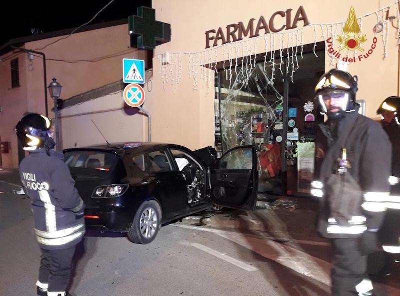 incidente_auto_vicopisano_farmacia_vigili_del_fuoco_2018_12_16_2