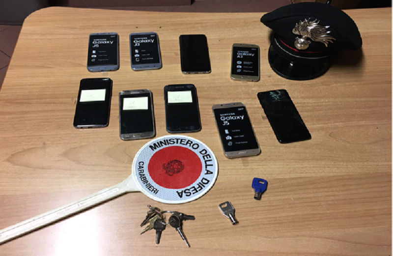 Ruba 4mila euro di cellulari e tenta la fuga, arrestato a Navacchio