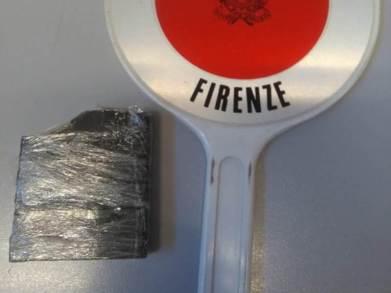 I cani antidroga Piper e Babacar scovano mezzo etto di droga a Firenze