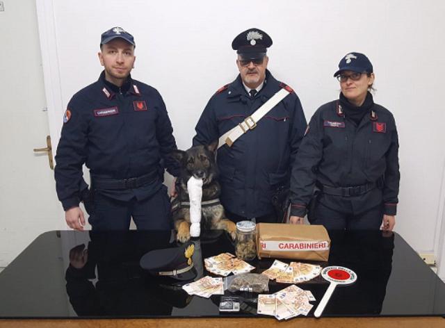 carabinieri_antidroga_arresto_villaggio_scolastico_pontedera