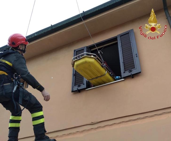 pisa_trasferimento_uomo_saf_speleo_alpino_fluviale_vigili_fuoco_1