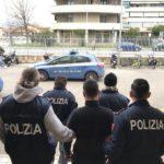 polizia_lucca_arresto_mattone_poliziotto1